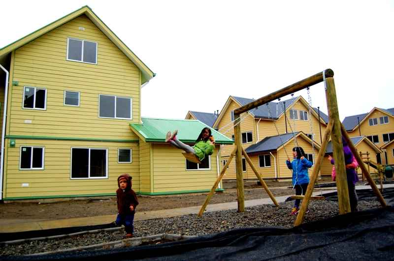 Ministerio de la vivienda entrega 120 casas en punta for Jardin villa austral punta arenas